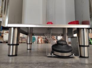 dettaglio-pompa-pedale-autoalimentato-lavamani